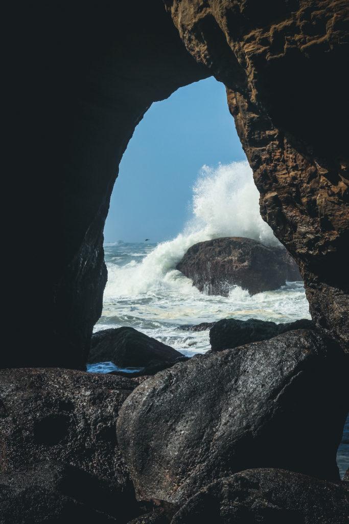 devils punchbowl water crashing through rock opening